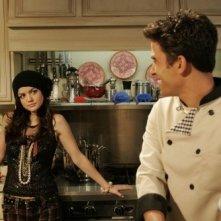 Lucy Hale ed Ignacio Serricchio in una scena dell'episodio All About the Ripple Effect di Privileged