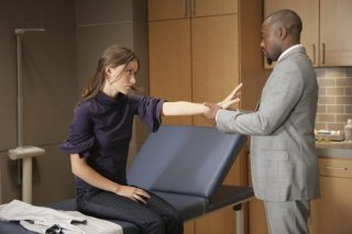 Olivia Wilde e Omar Epps in una scena tratta da Painless di Dr. House: Medical Division