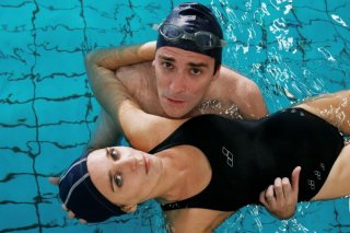 Valeria Golino e Valerio Mastandrea in una foto promozionale del film Giulia non esce la sera