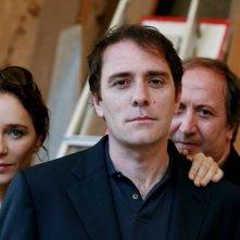 Valeria Golino, Valerio Mastandrea e il regista Giuseppe Piccioni in una foto promozionale del film Giulia non esce la sera