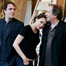 Valerio Mastandrea, Valeria Golino e il regista Giuseppe Piccioni in una foto promozionale del film Giulia non esce la sera