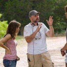 Danielle Panabaker, il regista Marcus Nispel e Jared Padalecki sul set dell'horror Venerdì 13