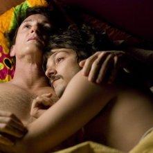 Diego Luna e Sean Penn in una scena del film Milk