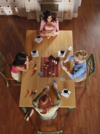 Le protagoniste di Desperate Housewives riunite per il poker nell'episodio The Best Thing That Ever Could Have Happened