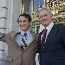 Sean Penn e Victor Garber in un'immagine di Milk