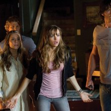 Travis Van Winkle, Julianna Guill, Danielle Panabaker e Jared Padalecki in una scena del film Venerdì 13