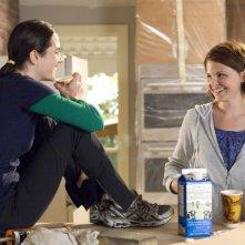 Jennifer Connelly e Ginnifer Goodwin in una scena del film La verità è che non gli piaci abbastanza