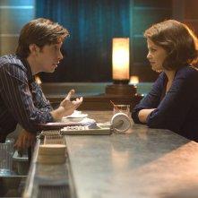 Justin Long e Ginnifer Goodwin in un'immagine del film La verità è che non gli piaci abbastanza