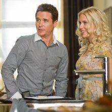 Kevin Connolly e Scarlett Johansson in una scena del film La verità è che non gli piaci abbastanza