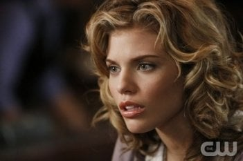 Un primo piano di AnnaLynne McCord nell'episodio Of Heartbreaks and Hotels di 90210