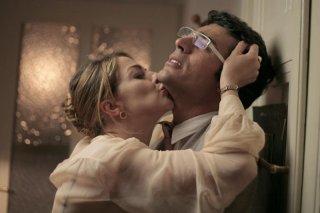 Claudia Gerini e Luca Argentero in una scena di Diverso da chi?