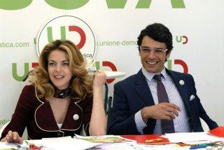 Claudia Gerini e Luca Argentero in una sequenza di Diverso da chi?, commedia diretta da Umberto Carteni