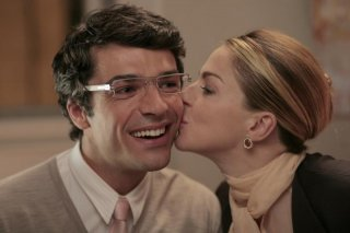 Luca Argentero e Claudia Gerini in una scena di Diverso da chi?