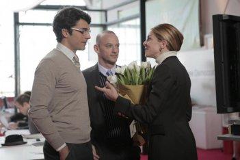 Luca Argentero, Filippo Nigro e Claudia Gerini in una scena del film Diverso da chi?