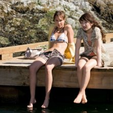 Arielle Kebbel e Emily Browning in un'immagine di The Uninvited