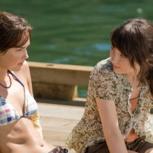 Arielle Kebbel e Emily Browning in una sequenza di The Uninvited