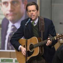 Ed Helms in una scena dell'episodio Stress Relief di The Office