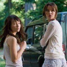 Emily Browning e Arielle Kebbel in una scena del film The Uninvited