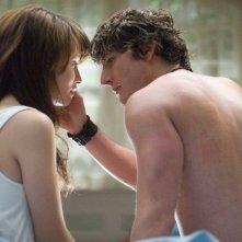 Emily Browning e Jesse Moss in una scena del film The Uninvited