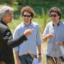 Il produttore Walter F. Parkes e i registi Charles e Thomas Guard sul set del film The Uninvited