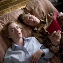 Kate Winslet e David Kross in un'immagine del film The Reader