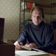 Ralph Fiennes è Michael Berg nel film The Reader