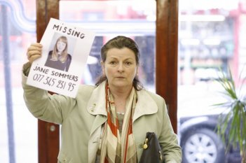 Brenda Blethyn in una scena del film London River