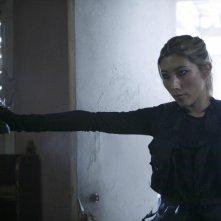 Dichen Lachman in un momento del pilot della nuova serie Dollhouse
