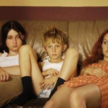 Madeleine Budd, Kacey Mottet Klein e Adelaide Leroux, in un'immagine del film Home