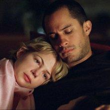 Michelle Williams e Gael García Bernal nel film Mammoth