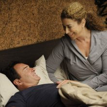 Roma Maffia e Julian McMahon in una scena dell'episodio 'Gene Shelly' della serie tv Nip/Tuck