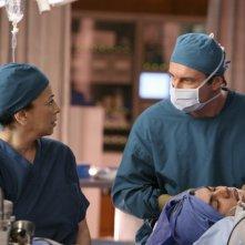 Roma Maffia e Julian McMahon nell'episodio Ronnie Chase della quinta stagione di Nip/Tuck