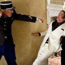 Steve Martin, Andy Garcia e Yuki Matsuzaki in una scena del film La pantera rosa 2