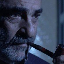 Alessandro Haber in una scena del film Una notte blu cobalto