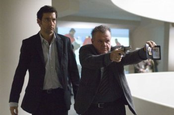 Clive Owen e Jack McGee in un'immagine del film The International