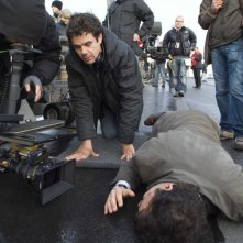 Tom Tykwer sul set del film The International