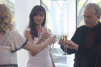 Alan Arkin e Monica Bellucci in una scena di The Private Lives of Pippa Lee