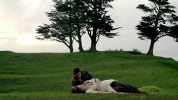 Bridget Regan con Craig Horner in una scena nell'episodio 'Elixir' della serie Legend of the Seeker