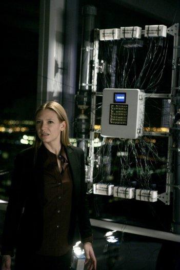 Anna Torv in una scena dell'episodio Ability di Fringe