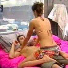 Grande Fratello 9:  Marco si lascia massaggiare da Vanessa