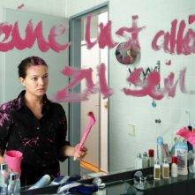 Hannah Herzsprung in una sequenza del film Pink