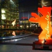 Il simbolo del Festival di Berlino nel piazzale del Sony Center