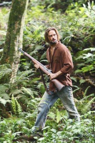 Josh Holloway in una scena dell'episodio This Place Is Death di Lost