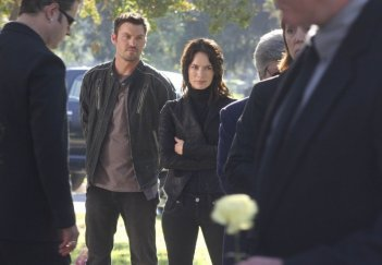 Lena Headey e Brian Austin Green in una scena dell'episodio Desert Cantos di The Sarah Connor Chronicles