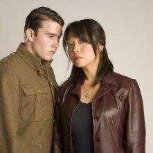 Naoko Mori  e Anthony Lewis in una foto promozionale dell'episodio 'Fino all'ultimo uomo' della serie Torchwood
