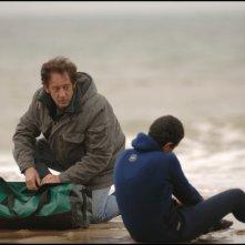Una scena del film Welcome con i protagonisti Vincent Lindon e Firat Ayverdi