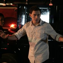 Burn Gorman con Freema Agyeman in una sequenza dell'episodio 'Reset' della serie tv Torchwood