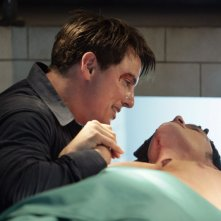 Burn Gorman con John Barrowman in un momento intenso dell'episodio 'La mietitrice di anime' della serie tv Torchwood