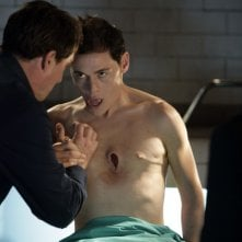 Burn Gorman e John Barrowman durante una scena dell'episodio 'La mietitrice di anime' della serie tv Torchwood