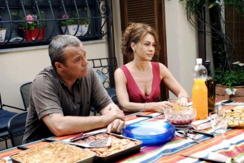 Cesaroni 3: Claudio Amendola ed Elena Sofia Ricci a tavola in una puntata